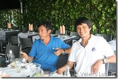 Kan Chuh (camiseta branca) e Won